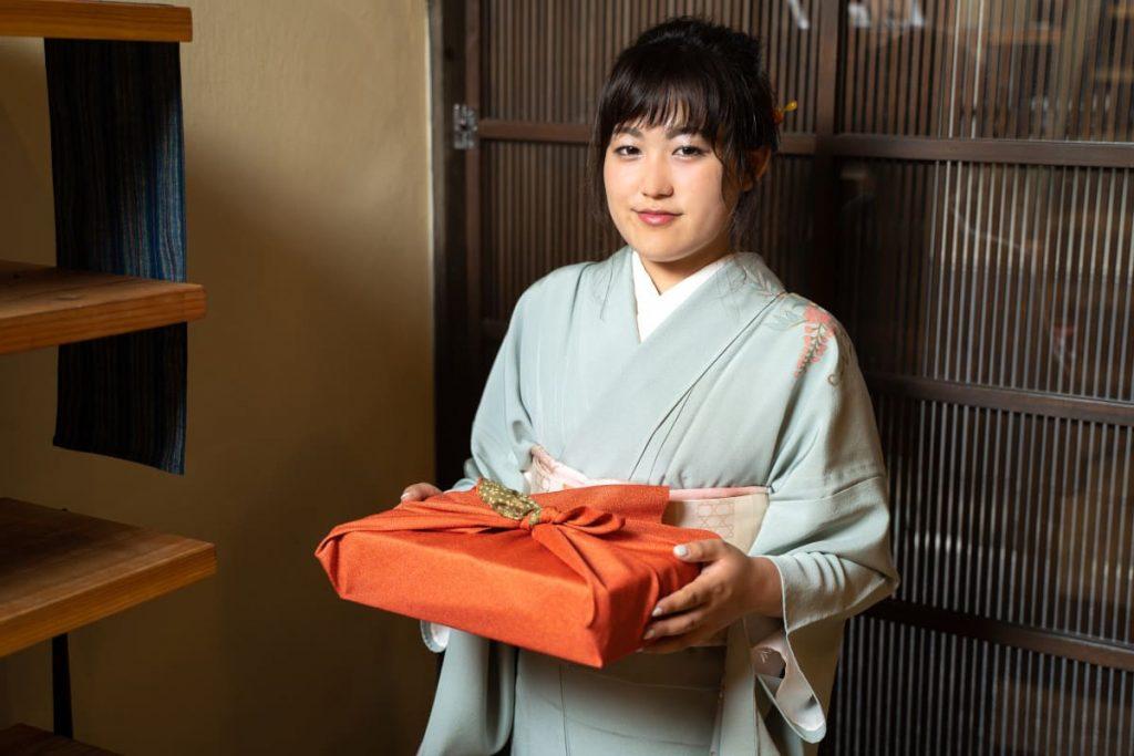 Furoshiki – a arte japonesa de embrulhar com tecidos   Kuri Kuri